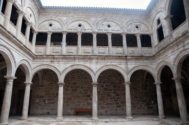 Románico Ribeira Sacra - Claustro do Viveiro en Santo Estevo de Ribas de Sil